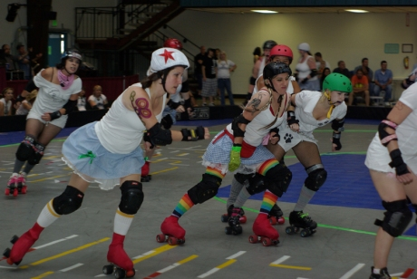 Anja Downigan jams while Nerd Rage stylish blocks a SheWolf with her ruby-red fanny pack and her MJ-green fauz-rhinestone glove! *photo by .00Buck
